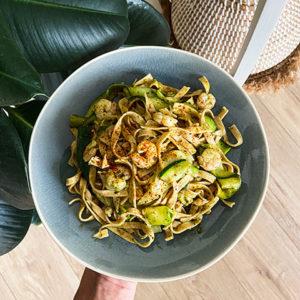 Tagliatelles de courgettes, crevettes, pâtes complètes