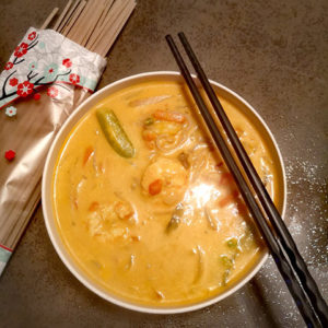 Soupe coco curry et crevettes accompagné de Nouilles soba